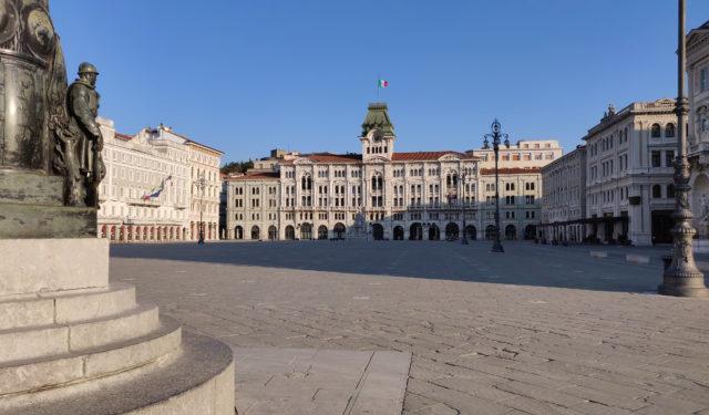 Piazza Unità Trieste, Municipio
