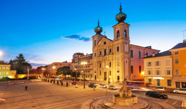 Piazza Vittoria Gorizia serale