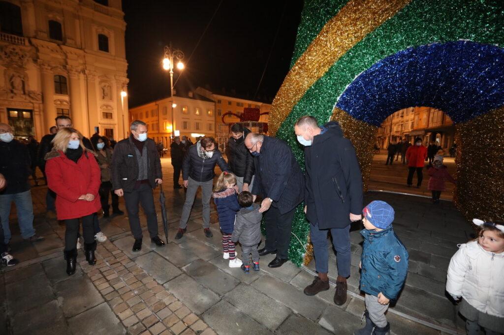 Accensione albero Natale Piazza Vittoria